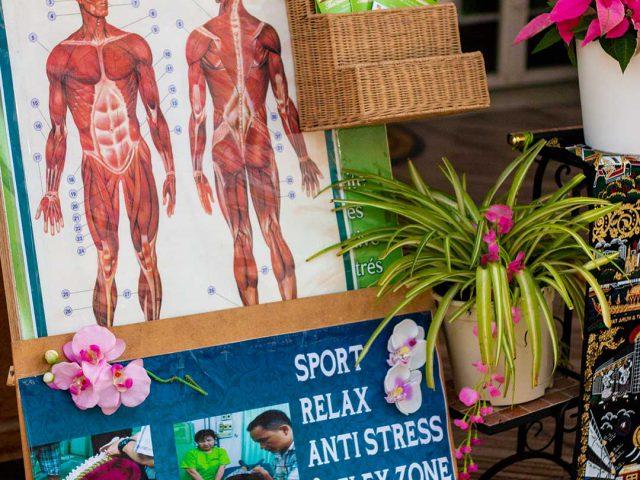 Decoración frente al estudio de masaje tailandés de Sasiton en Palmanova, Mallorca